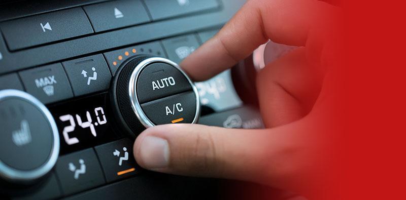 palce dłoni napokrętle ustawiania klimatyzacji